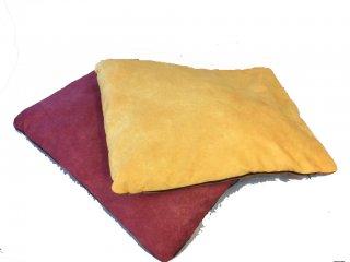 Cuscino Nabuk Franco Bizzaro giallo ocra o rosso bordeaux